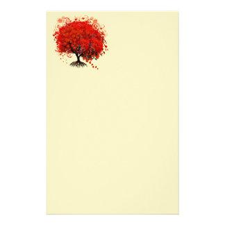 Arbre tourbillonné rouge de fleur de coeur sur le papeterie