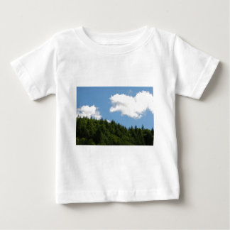 Arbres et ciel bleu t-shirts