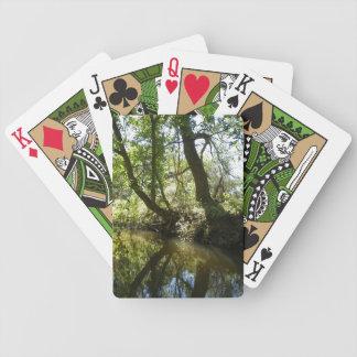 Arbres se reflétant dans la crique jeu de cartes