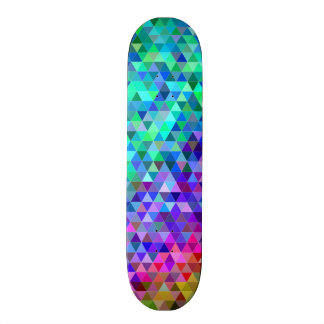 Arc-en-ciel de mosaïque de triangle skateboard