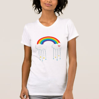 Arc-en-ciel et nuages pleuvant des étoiles t-shirts