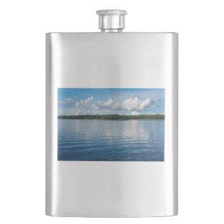 Archipel sur la côte de mer baltique en Suède Flasque