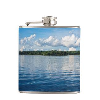 Archipel sur la côte de mer baltique en Suède Flasques