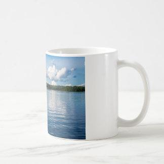 Archipel sur la côte de mer baltique en Suède Mug