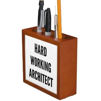 Architecte travaillant dur