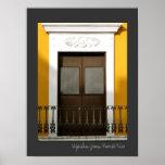 Architecture espagnole jaune Windows de Porto Rico Poster
