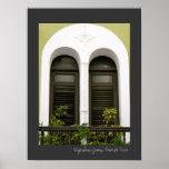 Architecture espagnole verte Windows de Porto Rico Poster