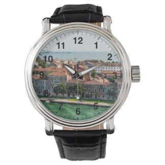 Architecture méditerranéenne de croisière de montres bracelet