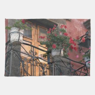 Architecture sur les rues de San Miguel De Serviettes Éponge