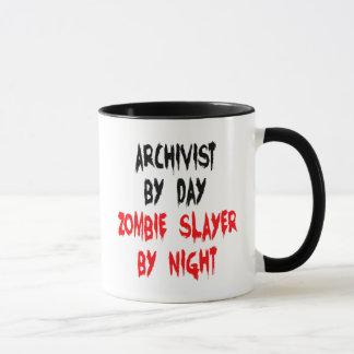 Archiviste de tueur de zombi mug