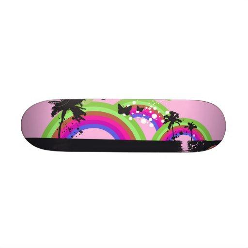 Arcs-en-ciel et planche à roulettes de papillons skateboards customisés