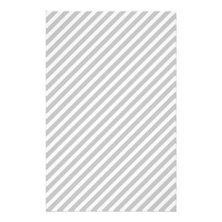 Argent et rayures diagonales blanches de sucrerie prospectus 14 cm x 21,6 cm