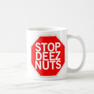 Arrêtez les écrous de Deez Mug