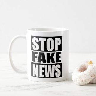 Arrêtez les fausses nouvelles mug