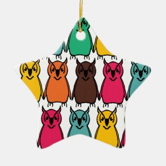 Arrière - plan coloré audacieux de hibou ornement étoile en céramique