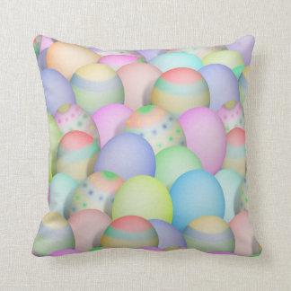Arrière - plan coloré d'oeufs de pâques coussins carrés