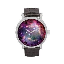 Arrière - plan de l'espace de galaxie avec les montres bracelet