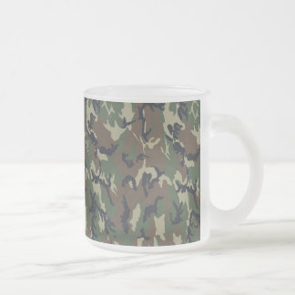Arrière - plan militaire de camouflage de forêt tasse givré