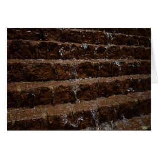 Arrosez sur la pierre/cascade, carte de voeux