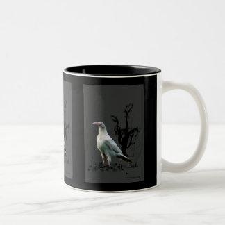 Art blanc rare de faune de Raven Mug Bicolore