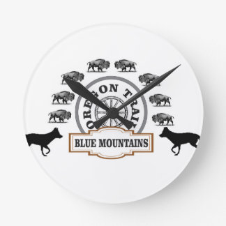 art bleu de passage de montagne horloge ronde