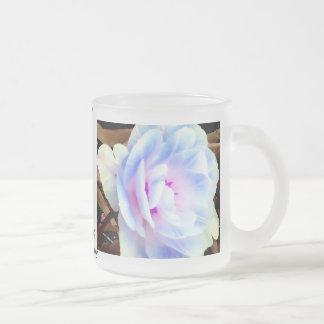 Art, conception et photographie roses de mug à café