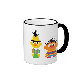 Art de pixel de Bert et d'Ernie Mug Ringer