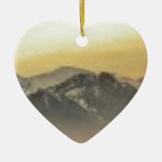 art d'horizon de montagne ornement cœur en céramique