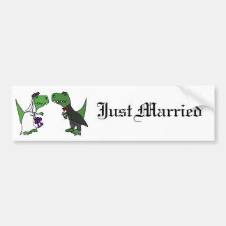 Art drôle de mariage de jeunes mariés de dinosaure autocollant pour voiture