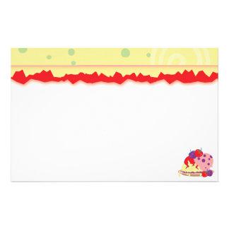 Art lumineux de fraises et de crème glacée papier à lettre personnalisé