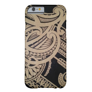 Art maori de tatouage sur le bois coque barely there iPhone 6