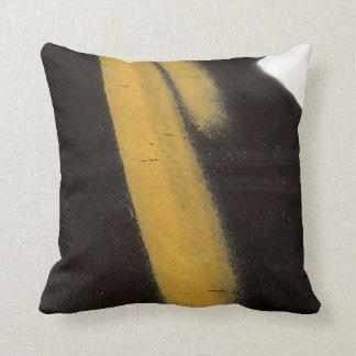 """Art original : """"macroffiti : jaune, noir et blanc coussins carrés"""