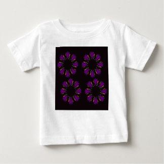 Articles de concepteurs avec des mandalas pourpres t-shirt pour bébé
