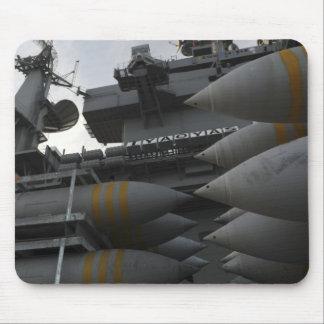 Artillerie empilée prête à être chargé tapis de souris