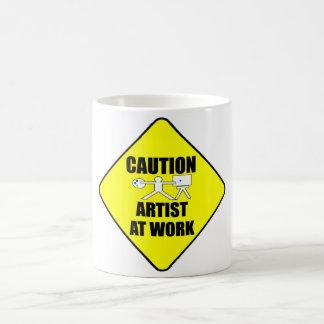 artiste au signe de travail mug