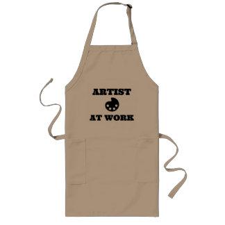 Artiste au tablier d'artiste de travail