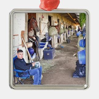 Asile de cheval ornement carré argenté