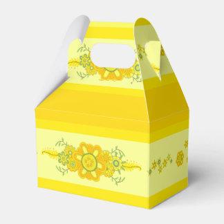 Assez le jaune fleurit la pièce maîtresse et les ballotins