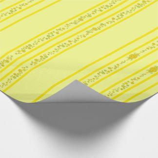 Assez le jaune fleurit la pièce maîtresse et les papier cadeau