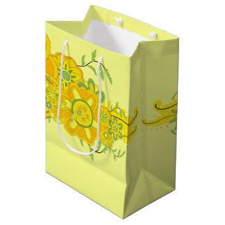 Assez le jaune fleurit la pièce maîtresse sac cadeau moyen