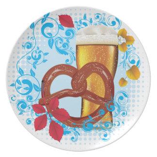 Assiette Bretzel de bande dessinée avec de la bière 3
