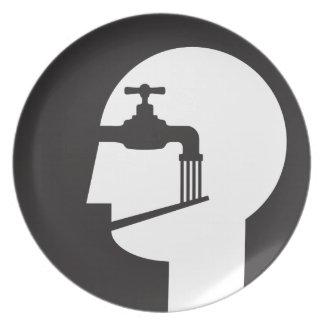 Assiette causeur soumis à un lavage de cerveau