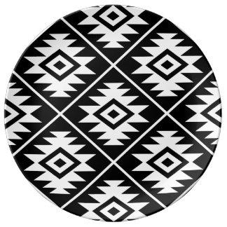 Assiette En Porcelaine Blanc stylisé d'atterrisseur Ptn de symbole