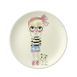Assiette En Porcelaine Fille mignonne avec les verres ronds et son chat