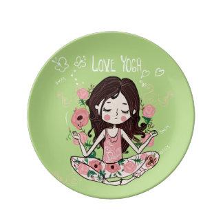 Assiette En Porcelaine La fille rose de roses aime le yoga