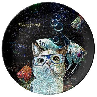 Assiette En Porcelaine Les sushi de poissons de chat câlinent le plat