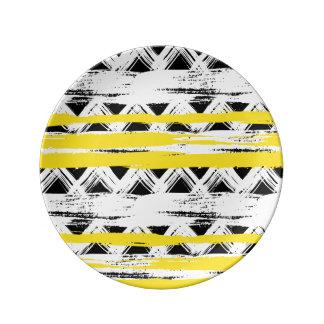 Assiette En Porcelaine Motif tribal de rayures jaunes blanches noires