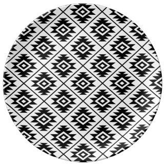 Assiette En Porcelaine Noir stylisé du symbole aztèque RPT Ptn sur le