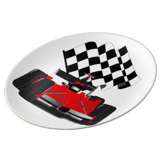 Assiette En Porcelaine Voiture de course rouge avec le drapeau Checkered