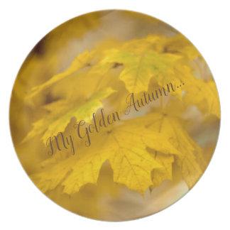 Assiette Feuille jaune d'érable d'automne. Ajoutez-vous